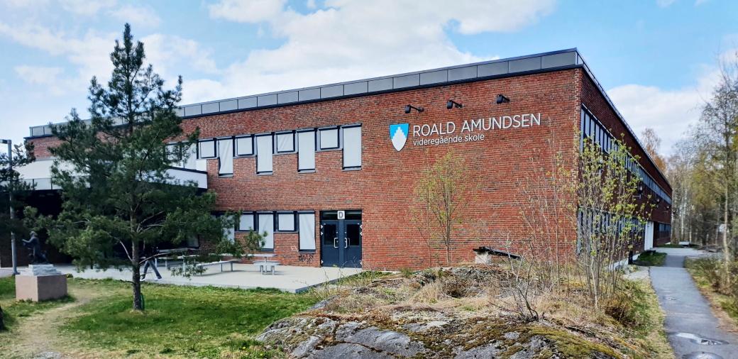 MYE SMITTE: Det er for tiden et større utbrudd av Covid-19-smitte ved Roald Amundsen videregående skole.