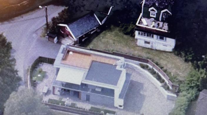 FÅR NABO: Vi har bodd i det nye huset vårt siden 2013. Når kan vi få et stort fireetasjers bygg som den nærmeste naboen.
