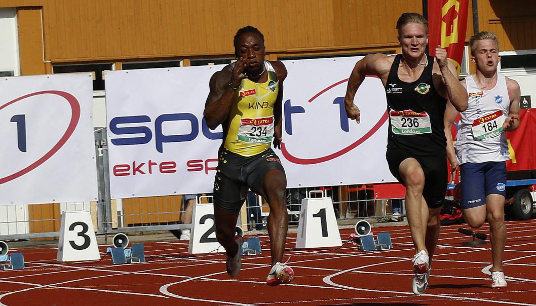 GODT SELSKAP: Vegard Sverd i 100 meter-finalen med verdensrekordholder og OL-vinner Salum Kashafali i banen ved siden av.