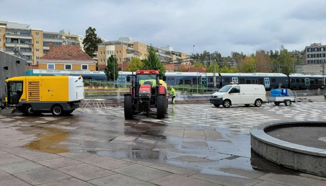 STARTET PÅ MANDAG: – Vi starter nå opp med diverse utstyr for å spyle og vaske all møkket som er der, sier Per Kristiansen.