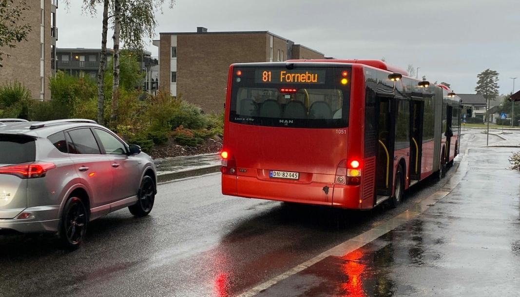 FULL KONTROLL?: Har bilisten som valgte å passere bussen her kontroll på hva som rører seg i fotgjengerfeltet?
