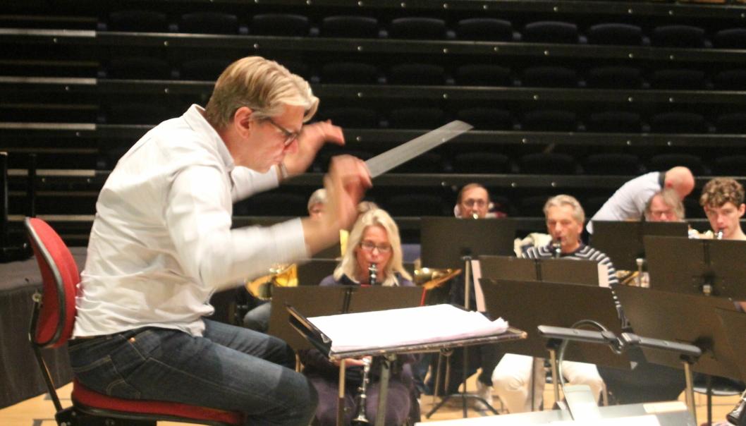 COMEBACK: Jan-Erik Hybertsen er utdannet dirigent fra Norges Musikkhøgskole og dirigerte også fjorårets høstkonsert.