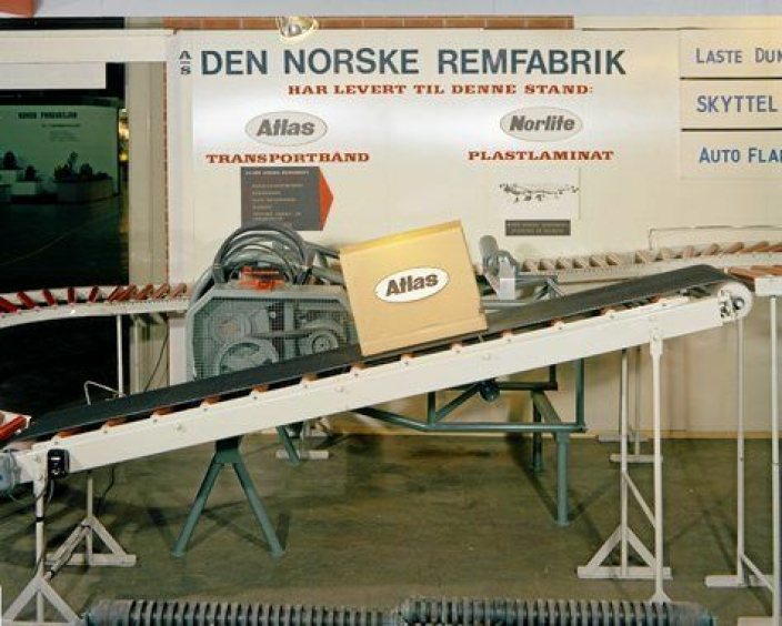 DEN NORSKE REMFABRIKK: Foto av interiørfotografier av produksjonshaller på Den Norske Remfabrikk.