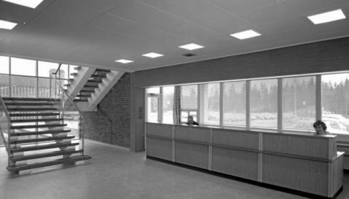 VAR ADMINISTRASJONSBYGG: Interiørfotografier av produksjonshaller på Den Norske Remfabrikk.