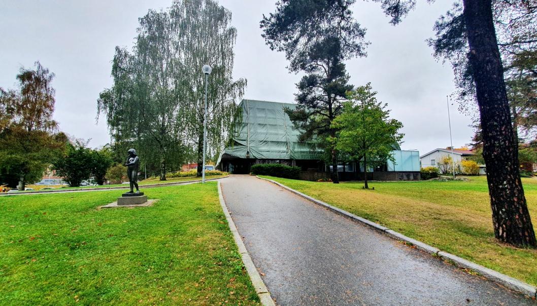 MIDLERTIDIG PLASSERING: Bysten av Roald Amundsen skal stå midlertidig ved det gamle rådhuset på Kolbotn.
