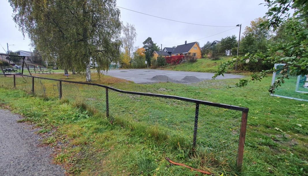 MYRAPARKEN: Bildet av Myraparken ble tatt i slutten av forrige uke, dagen etter at kommunen begynte å jobbe med istandsetting av parken.