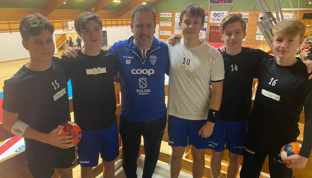 FIKK TRENER-RÅD: Kolbotn-trener Rune Ørndal har ansvaret for treningshverdagen til guttene og var på plass for å gi råd og støtte.