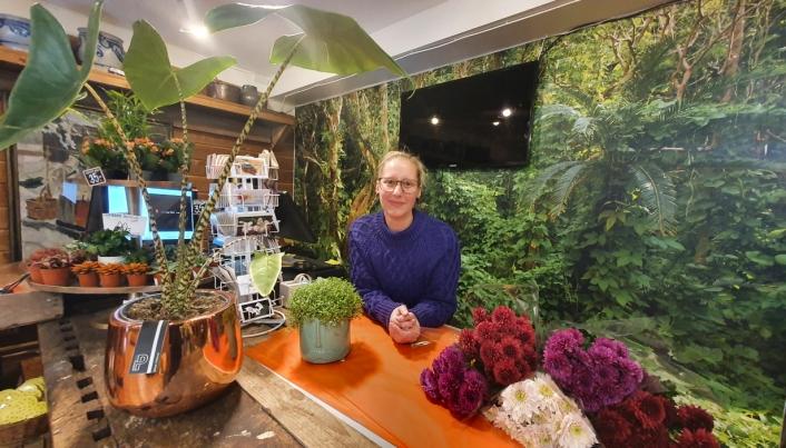 SYV MÅNEDER: Carina Gargano begynte som butikksjef i Blomster Outlet for syv måneder siden.