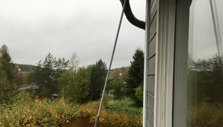8. OKTOBER 2021: Bildet, som Vibecke Eiret tok fra balkongen fredag 8. oktober, viser at lyset står på.