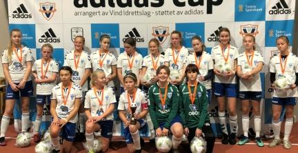 Ble sølvjenter i Adidas Cup